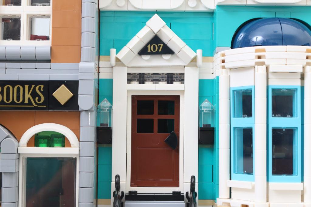 LEGO Creator Expert 10270 Bookshop Review 35