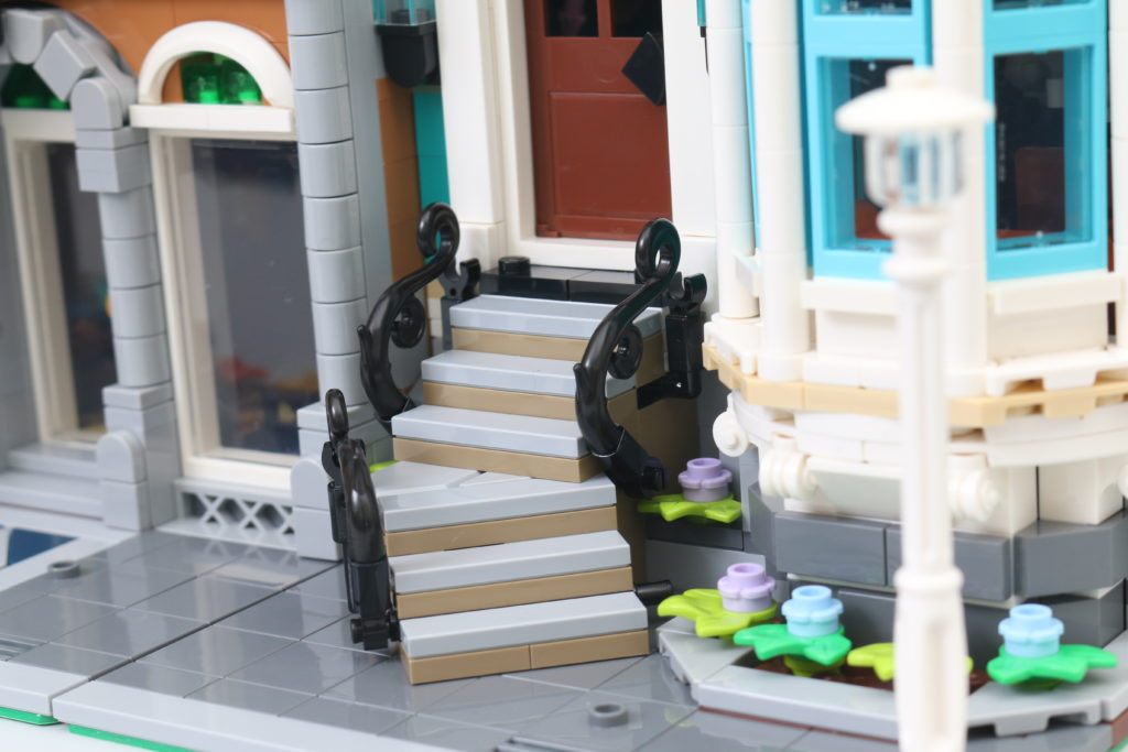 LEGO Creator Expert 10270 Bookshop Review 38
