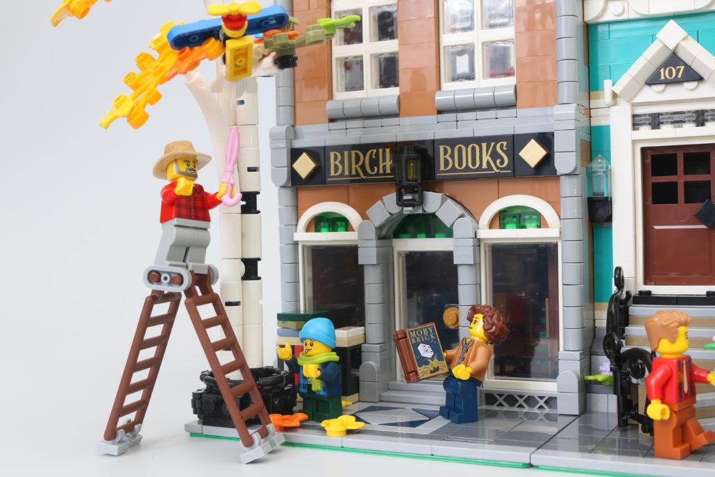 LEGO Creator Expert 10270 Bookshop Review 42