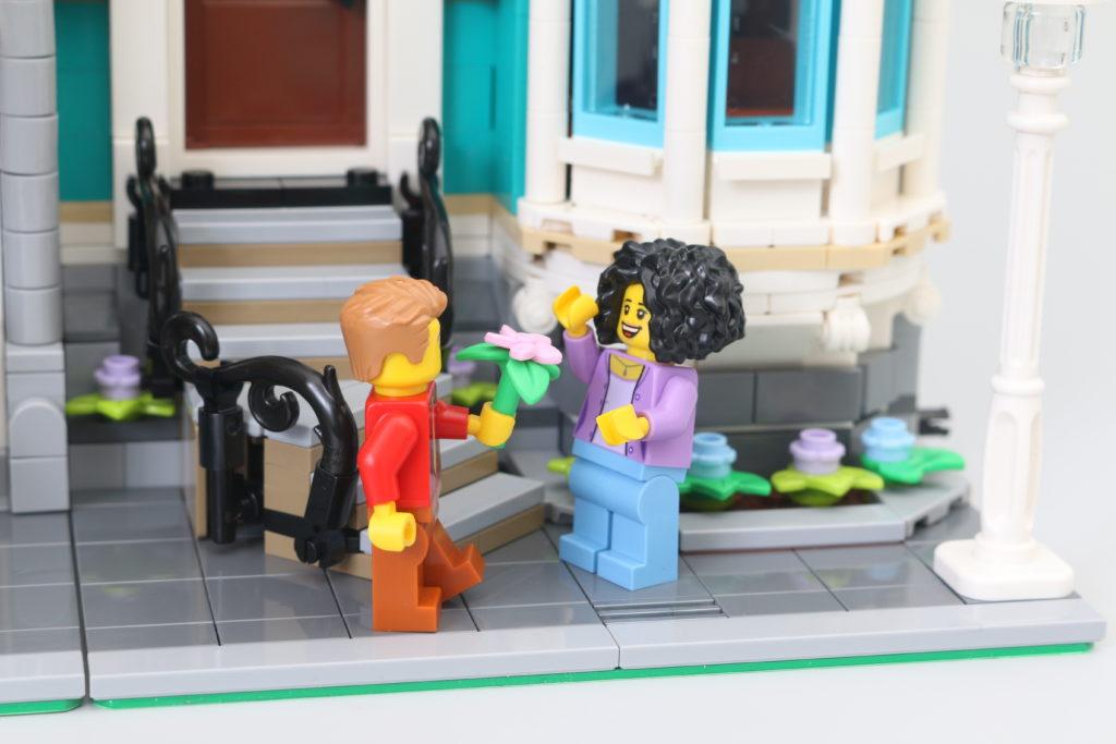 LEGO Creator Expert 10270 Bookshop Review 43