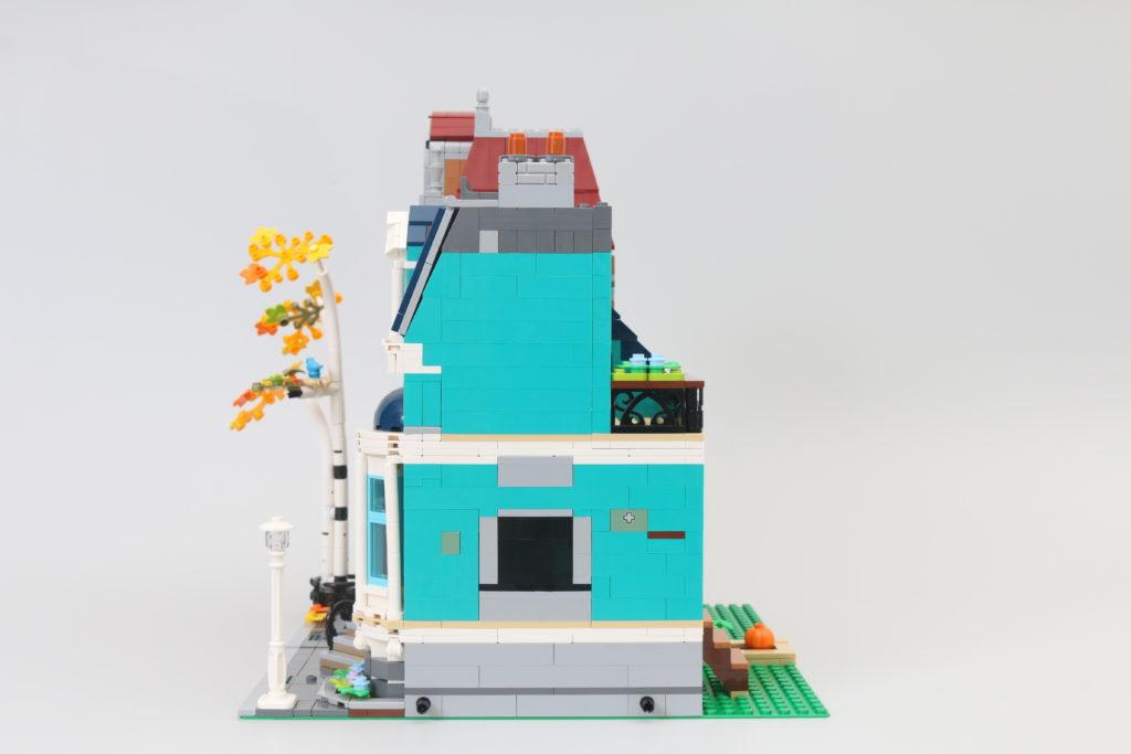 LEGO Creator Expert 10270 Bookshop Review 5