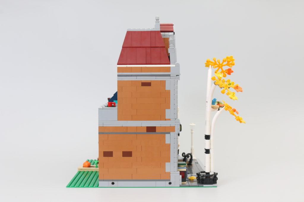 LEGO Creator Expert 10270 Bookshop Review 7