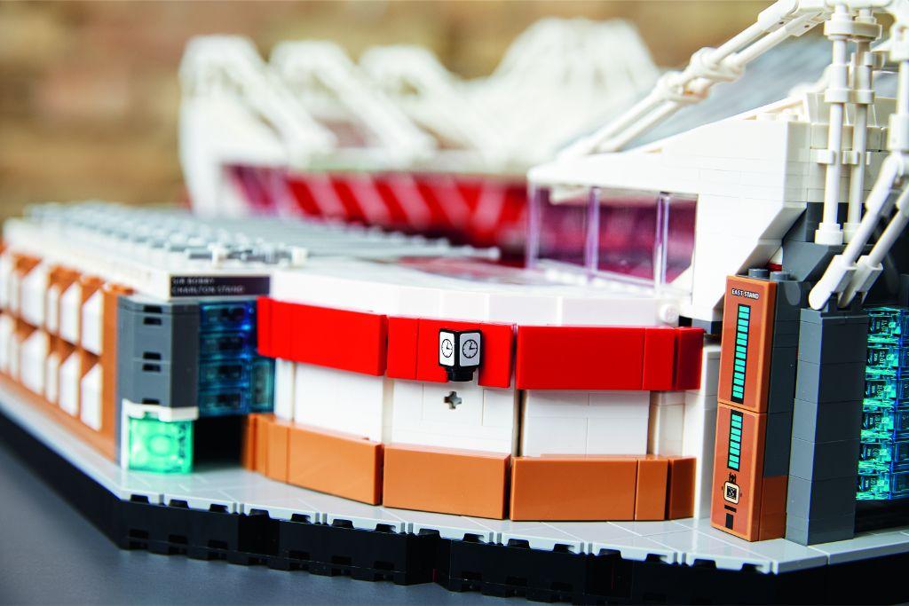 LEGO Creator Expert 10272 Old Trafford Manchester United 24