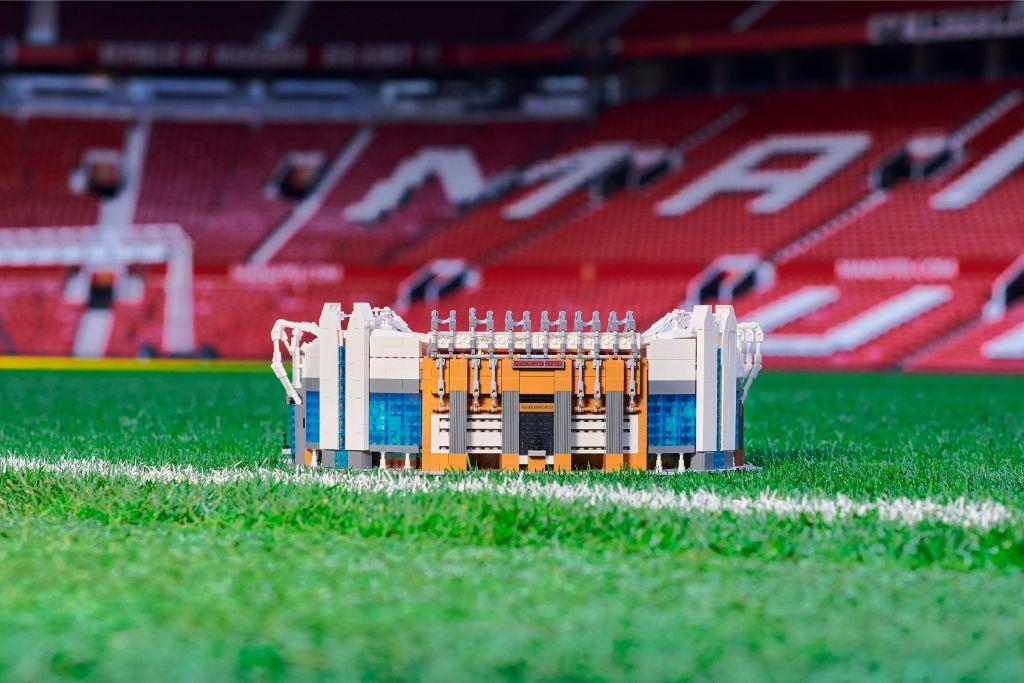 LEGO Creator Expert 10272 Old Trafford Manchester United Stadium 2