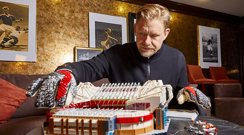 LEGO Creator Expert 10272 Old Trafford Peter Schmeichel Featured 2