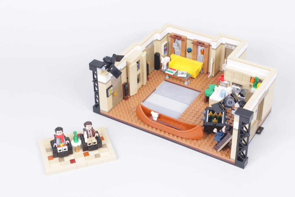 LEGO Creator Expert 10292 Friends Apartments review 14