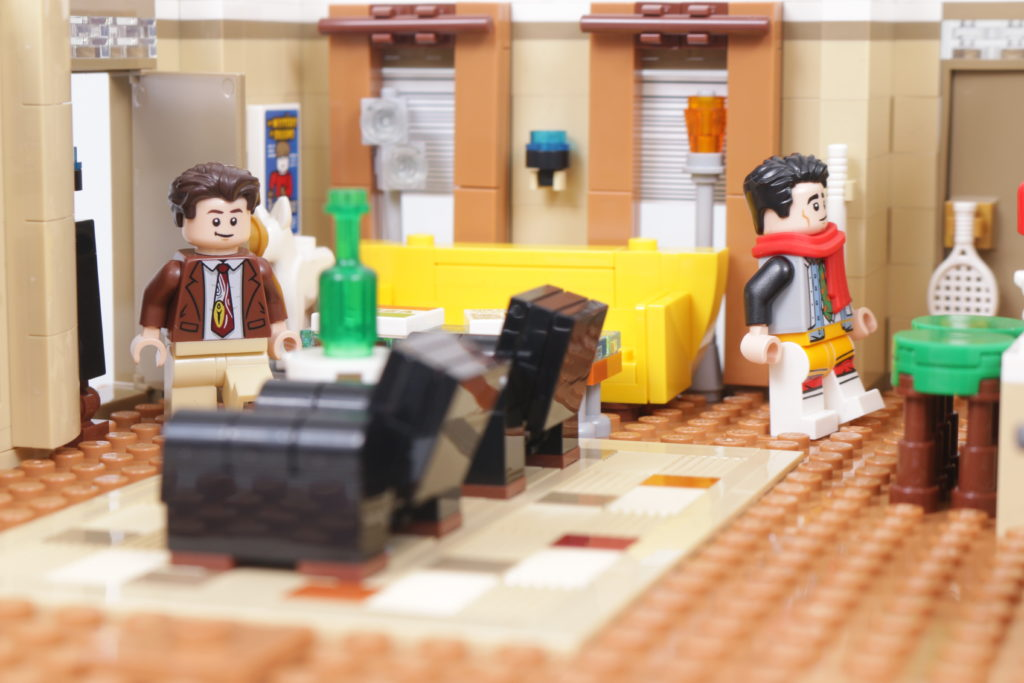 LEGO Creator Expert 10292 Friends Apartments review 22