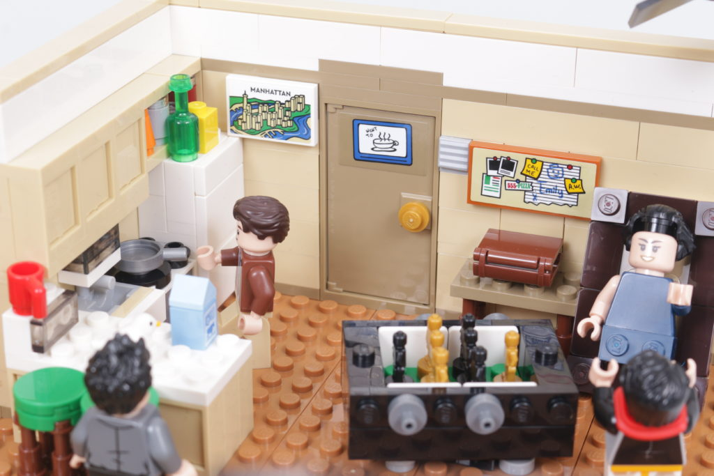 LEGO Creator Expert 10292 Friends Apartments review 25