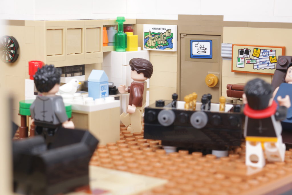 LEGO Creator Expert 10292 Friends Apartments review 26