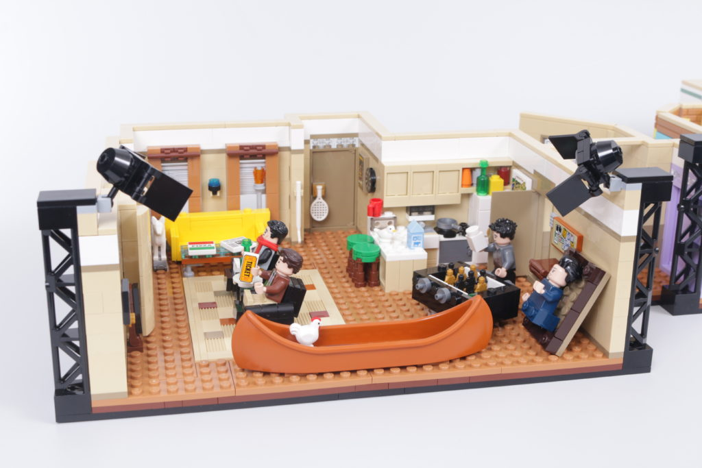 LEGO Creator Expert 10292 Friends Apartments review 3