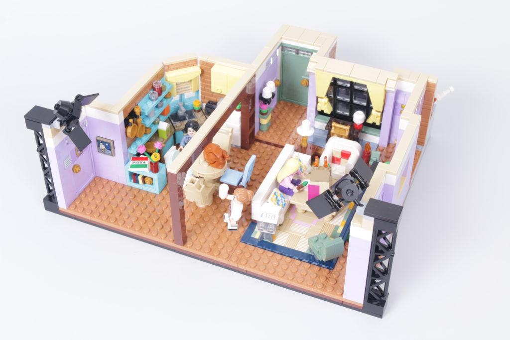 LEGO Creator Expert 10292 Friends Apartments review 33i