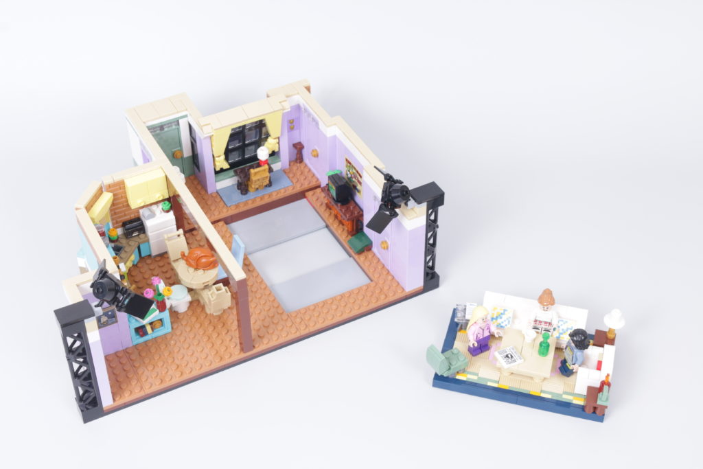 LEGO Creator Expert 10292 Friends Apartments review 35