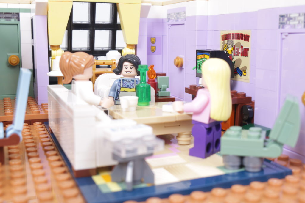 LEGO Creator Expert 10292 Friends Apartments review 37