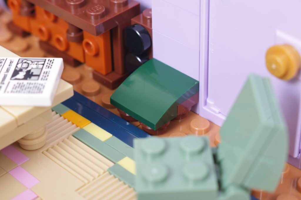 LEGO Creator Expert 10292 Friends Apartments review 38