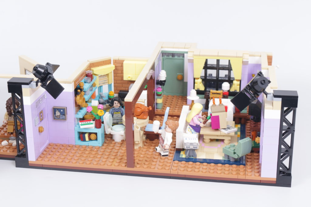 LEGO Creator Expert 10292 Friends Apartments review 4