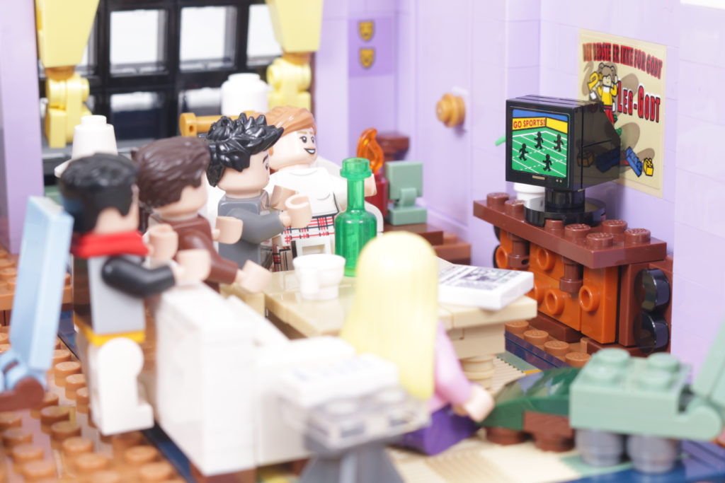 LEGO Creator Expert 10292 Friends Apartments review 41