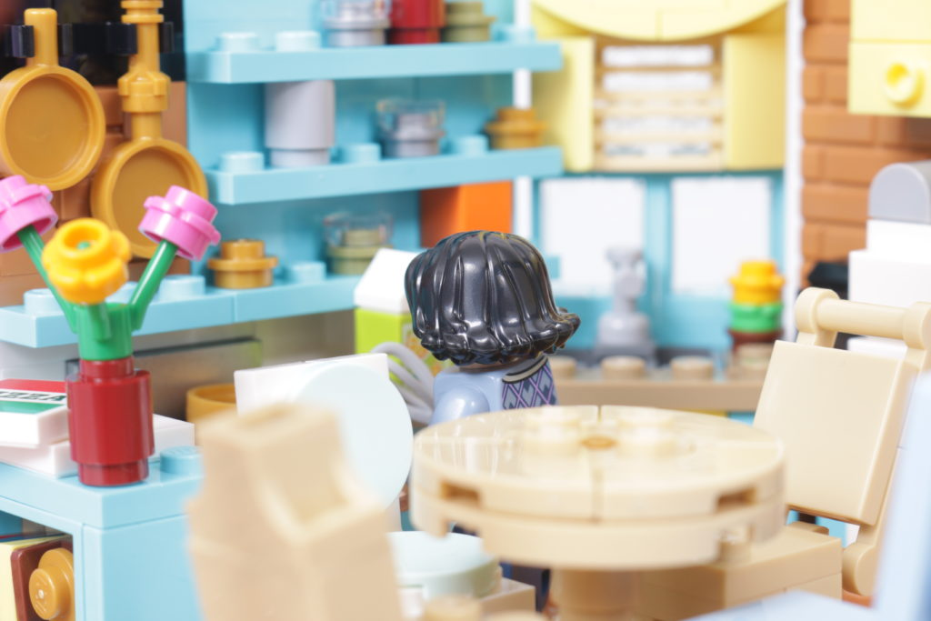 LEGO Creator Expert 10292 Friends Apartments review 42