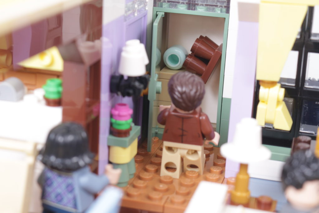 LEGO Creator Expert 10292 Friends Apartments review 44