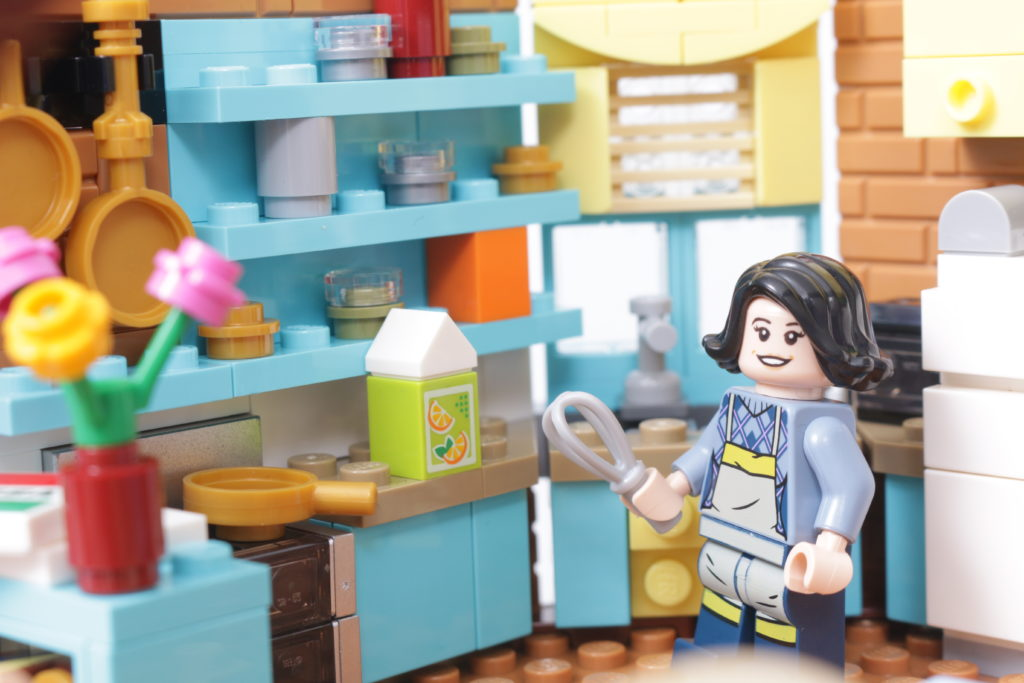 LEGO Creator Expert 10292 Friends Apartments review 49