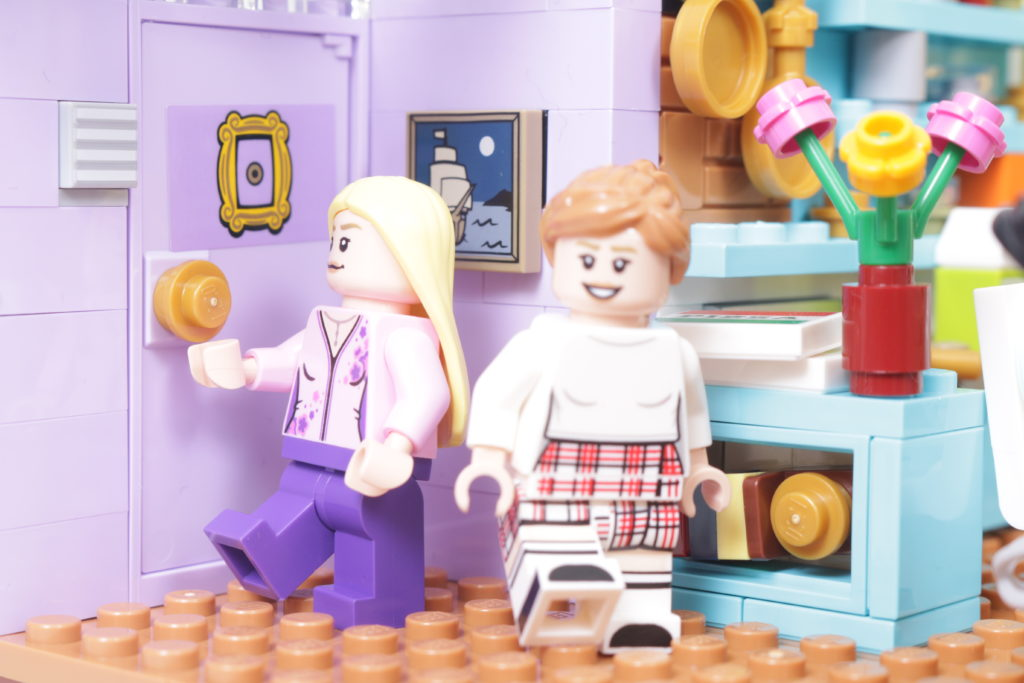 LEGO Creator Expert 10292 Friends Apartments review 51