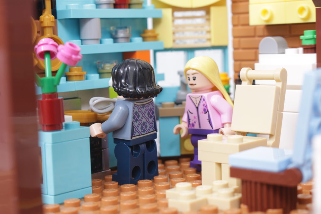 LEGO Creator Expert 10292 Friends Apartments review 58