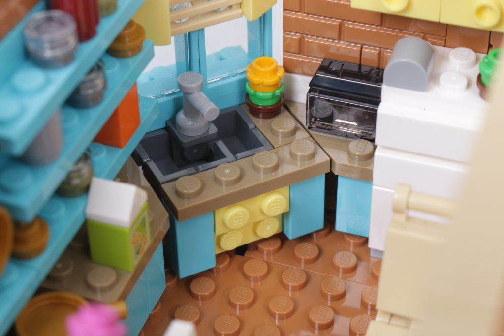 LEGO Creator Expert 10292 Friends Apartments review 59