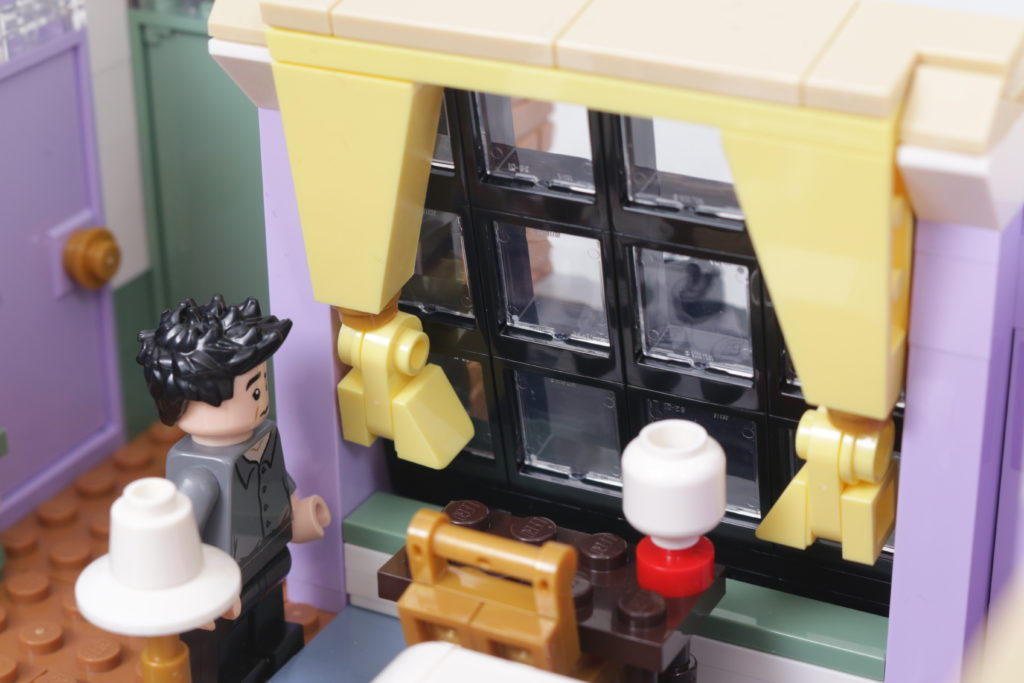LEGO Creator Expert 10292 Friends Apartments review 60