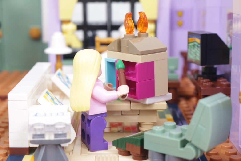 LEGO Creator Expert 10292 Friends Apartments review 61
