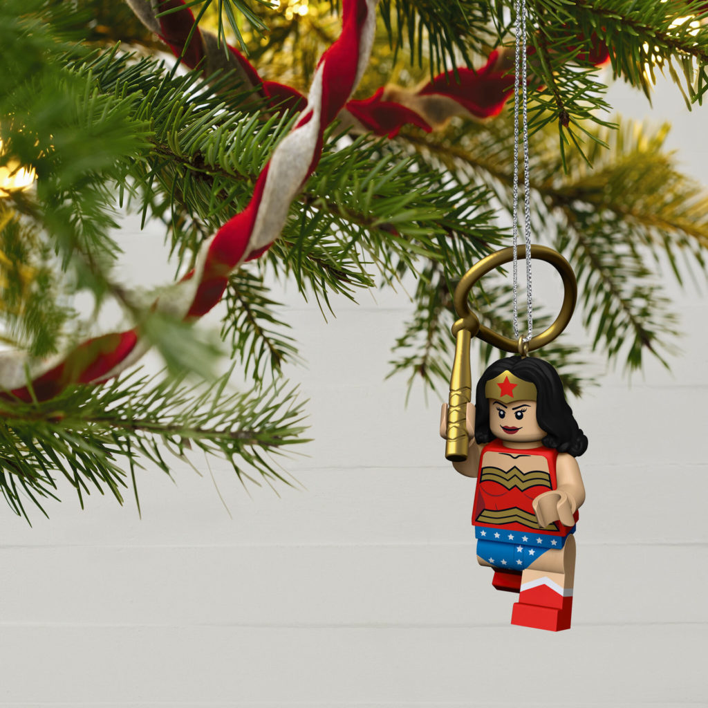 LEGO DC Super Heroes Wonder Woman Minifigure Keepsake Ornament 1699QXI7022 02 1024x1024
