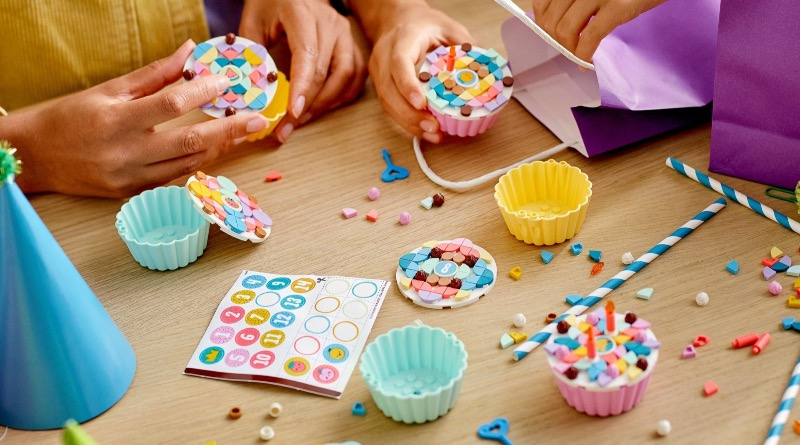 LEGO DOTS 41926 Creative Party Kit Featured 1