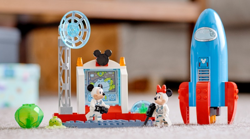 LEGO Disney 10774 Mickey Mouse Minnie Mouses Space Rocket Featured