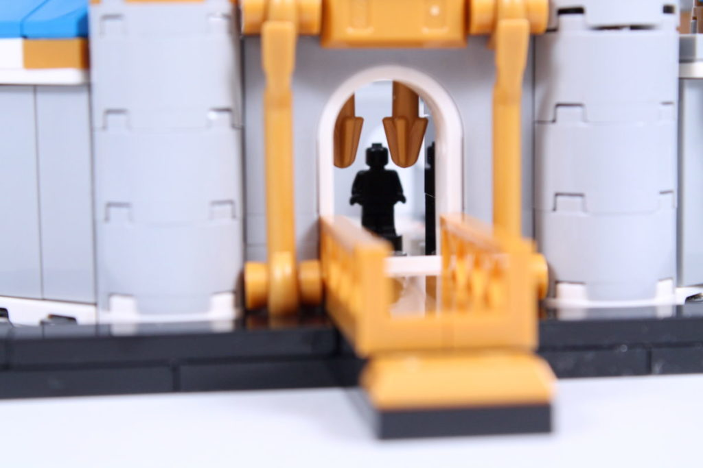 LEGO Disney 40478 Mini Disney Castle review 20