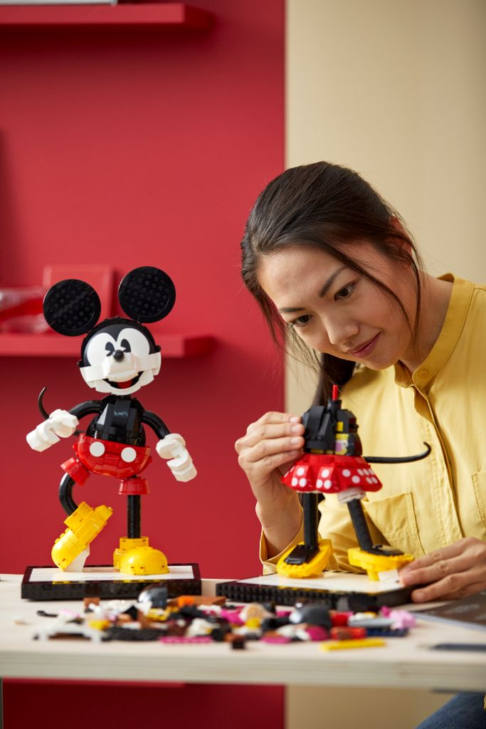 LEGO Disney 43179 Mickey Mouse and Minnie Mouse Buildable Characters 29