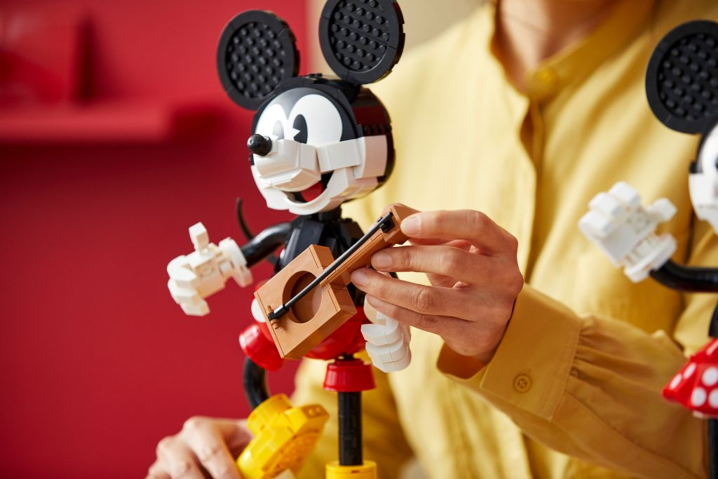 LEGO Disney 43179 Mickey Mouse and Minnie Mouse Buildable Characters 32