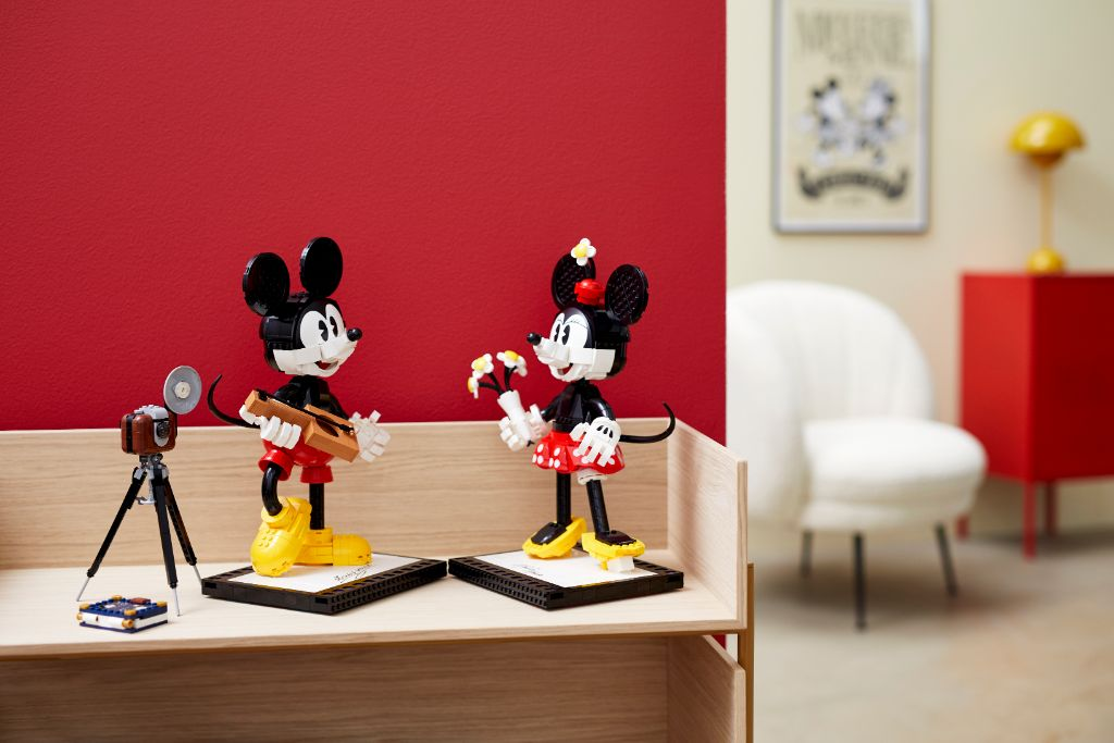 LEGO Disney 43179 Mickey Mouse and Minnie Mouse Buildable Characters 40