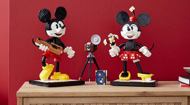 LEGO Disney 43179 Mickey Mouse And Minnie Mouse Buildable Characters Featured 3