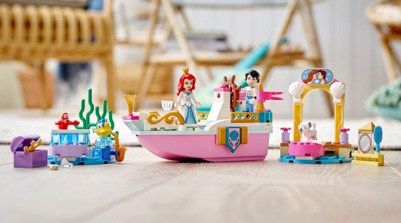 LEGO Disney 43191 Ariel Celebration Boat in primo piano