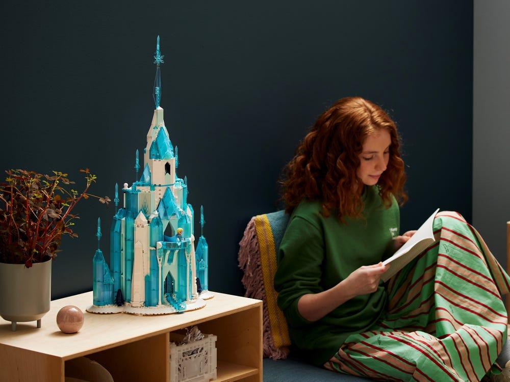 LEGO Disney 43197 The Ice Castle 5