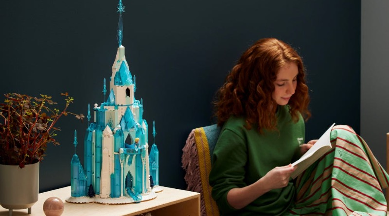 LEGO Disney 43197 The Ice Castle Featured