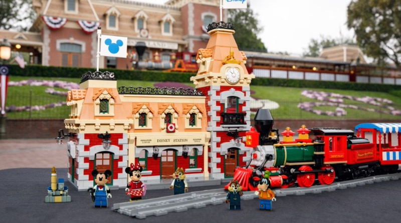 LEGO Disney 71044 Disney Train And Station 30 Featured