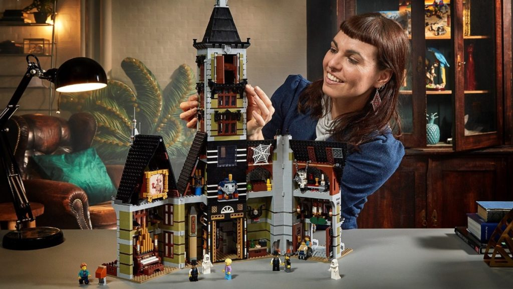 LEGO Fairground Collection 10273 Haunted House featured