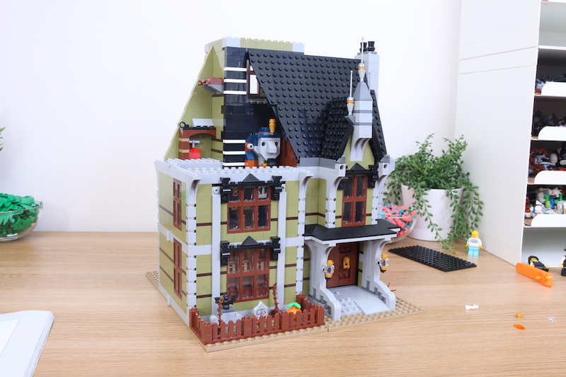 LEGO Fairground Collection 10273 Haunted House Review 12