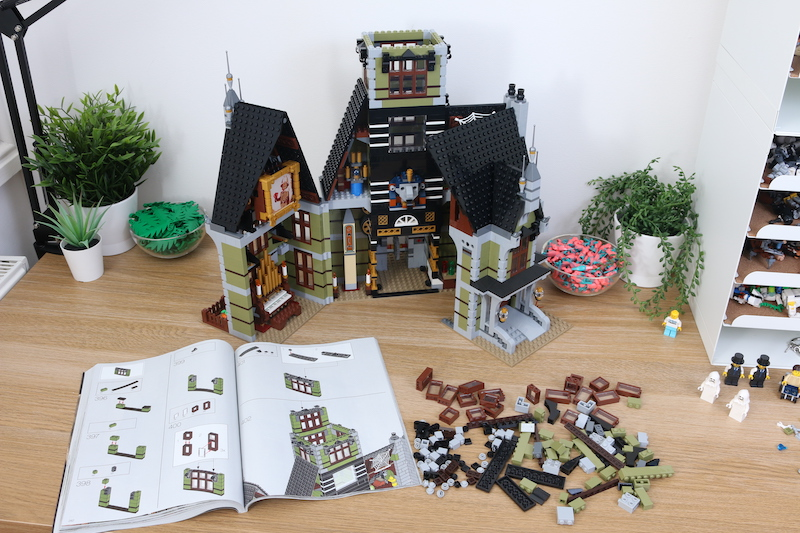 LEGO Fairground Collection 10273 Haunted House Review 21