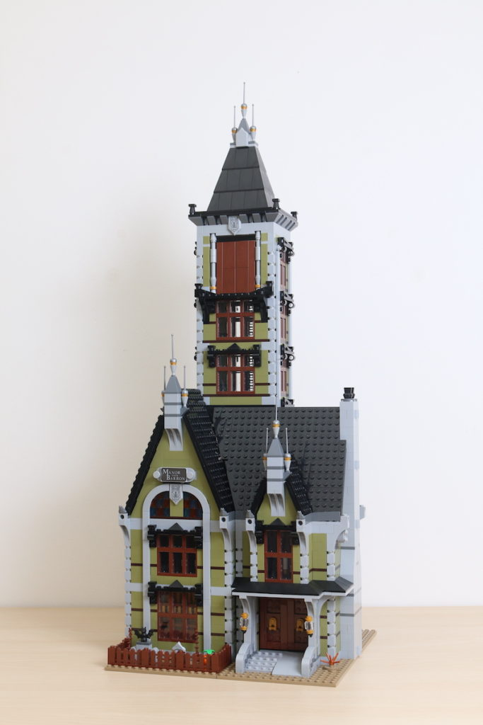 LEGO Fairground Collection 10273 Haunted House Review 24
