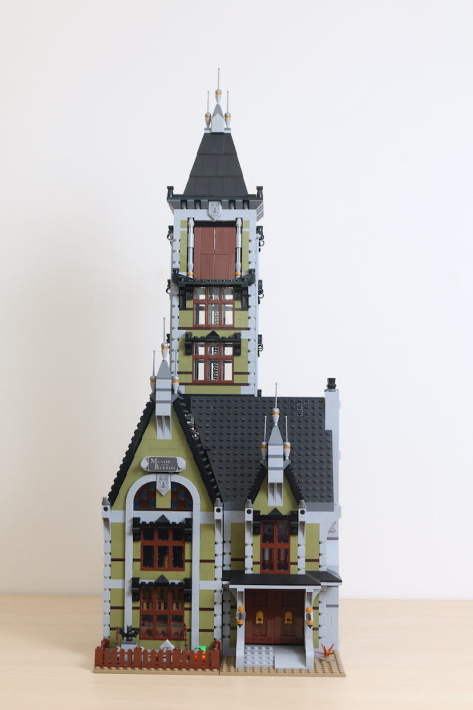 LEGO Fairground Collection 10273 Haunted House Review 29