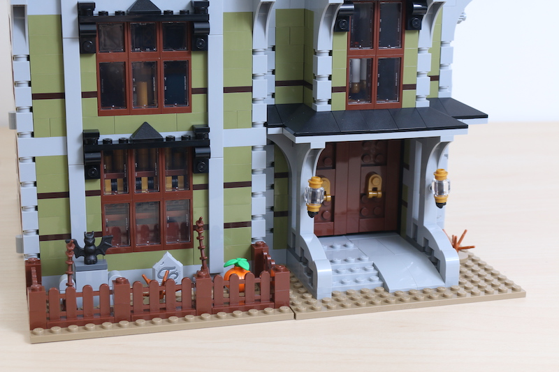 LEGO Fairground Collection 10273 Haunted House Review 31