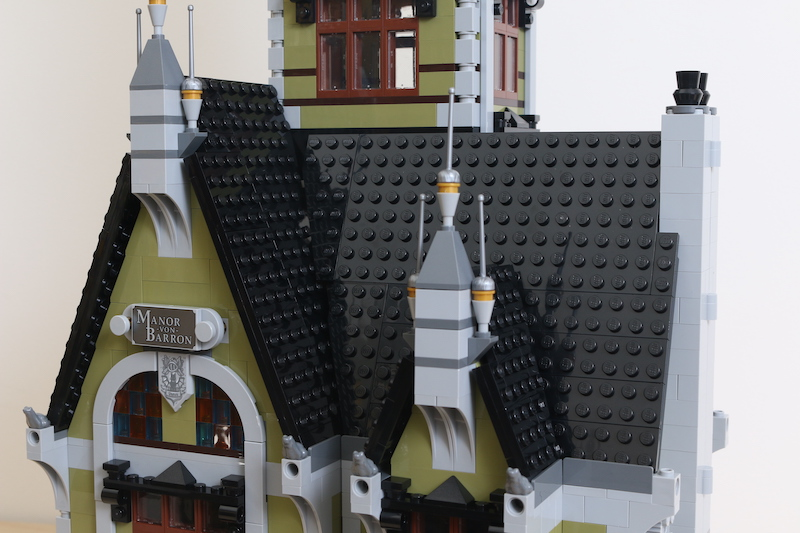 LEGO Fairground Collection 10273 Haunted House Review 34