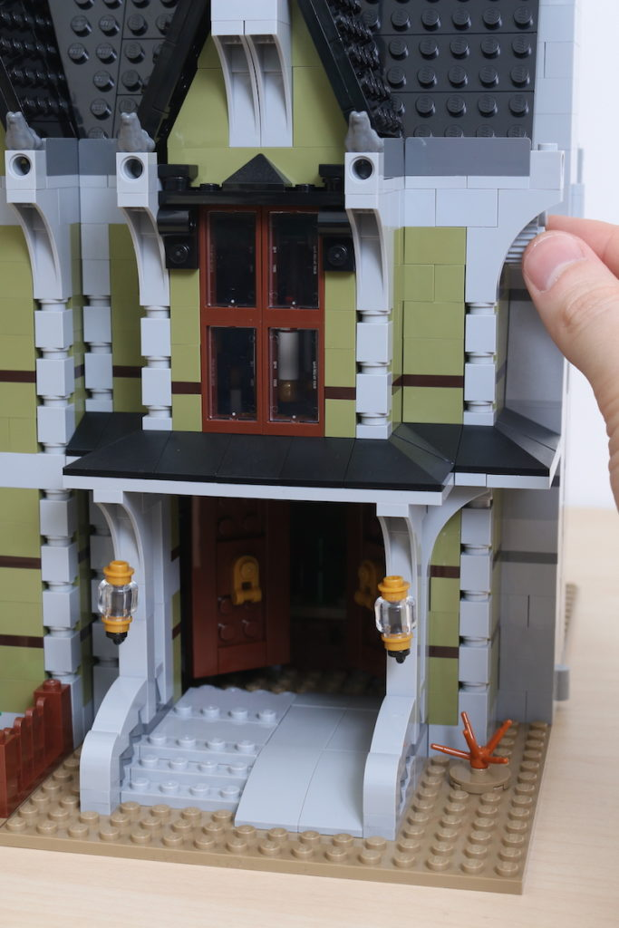 LEGO Fairground Collection 10273 Haunted House Review 36