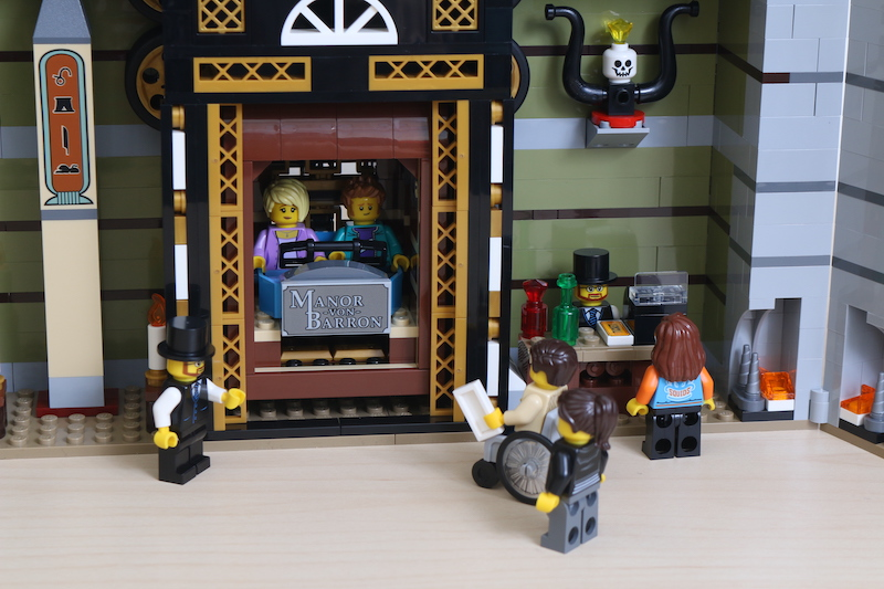 LEGO Fairground Collection 10273 Haunted House Review 40