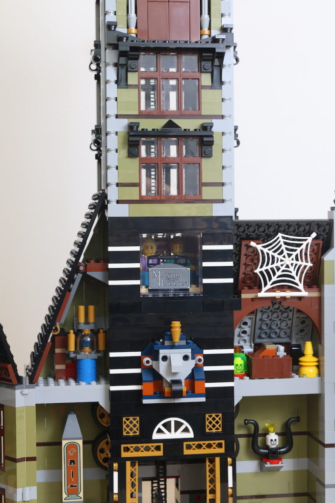 LEGO Fairground Collection 10273 Haunted House Review 41